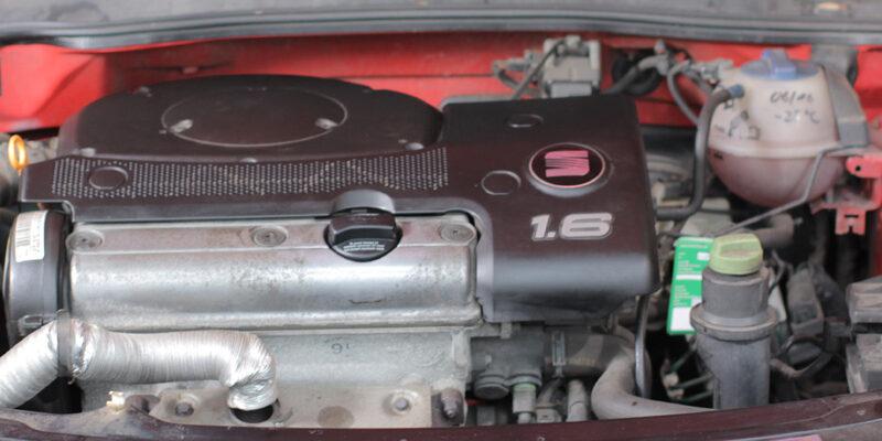 Motorraum eines Autos